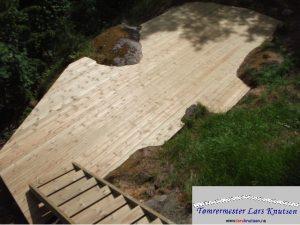 Terrasse i terreng /m trapp av Tømrermester Lars Knutsen
